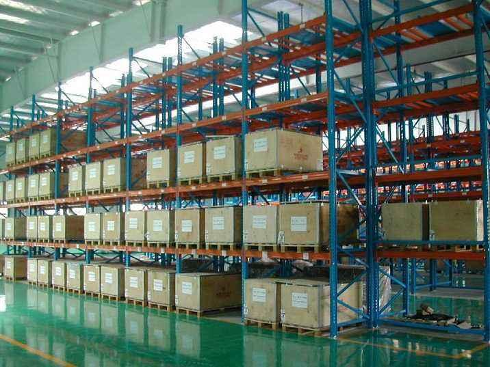 在使用重型货架的时候应该如何保证货物和员工的安全
